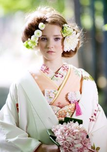 What a pretty picture. Makes me sad I can't get married in Japan. Kimono Japan, Japanese Kimono, Oriental Dress, Wedding Kimono, Wedding Dress, Japanese Costume, Japanese Wedding, Hair Arrange, Japanese Hairstyle