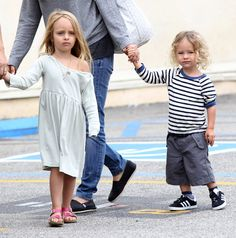 Tobey+Maguire+Family+Out+Breakfast+Brentwood+3OJqutB_pcfx.jpg (1013×1024)