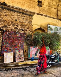 Local women in Amer Africa Travel, India Travel, Amer Fort, Europe Travel Outfits, Travelling Tips, Traveling, Local Women, Things To Do Alone, Hawaii Travel