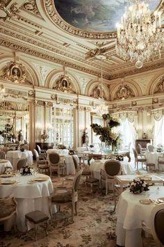 Hotel de Paris' dining room.