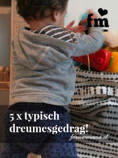 Is jouw kleine ook geen baby meer, maar echt een kleine dreumes met een eigen willetje? Lees hier 5 x typisch dreumes gedrag! - forevermama.nl  #mamablogger #mamablogt #mamabloggers #mamablog #dreumes #baby #gedrag