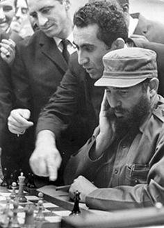 Tigran Petrosian, el armenio Campeón Mundial de Ajedrez 1963-1969, y Fidel Castro en La Habana 1966.