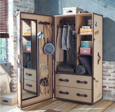 Trunk Furniture, Diy Furniture, Cool Woodworking Projects, Diy Woodworking, Woodworking Techniques, Campaign Furniture, Vintage Trunks, Steamer Trunk, Wardrobe Closet