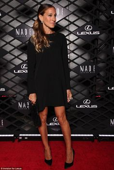 Sarah Jessica dressed entirely in black and let her summer tan do the talking as she posed for the cameras