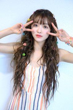 These girls are so adorable - Sexy K-pop Kpop Girl Groups, Kpop Girls, Pretty Hairstyles, Girl Hairstyles, Tomoyo Sakura, Oh My Girl Yooa, Kpop Hair, Flower Tea, Poses