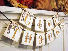 Love these little holiday signs for the mantel! Makes me ready for Fall :)