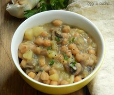 Zuppa di ceci funghi e patate ~ Chickpea, mushroom, and potato soup. Veggie Recipes, Real Food Recipes, Soup Recipes, Vegetarian Recipes, Yummy Food, Healthy Recipes, Veg Dishes, Italy Food, I Love Food