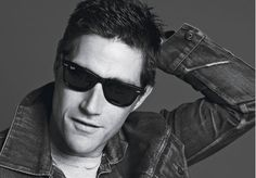 Matthew Fox Covers Details Magazine Lost star Matthew Fox covers the January/February 2009 issue of Details. Here's what the actor opened up about: On Lost coming to an end: Beautiful Smile, Beautiful People, Matthew Fox, Ray Ban Styles, Details Magazine, Charming Man, Great Tv Shows, New Politics, Best Actor