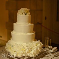 White Butter Cream Round Wedding Cake Photo By Bee Photographie Publix Super Markets