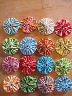 Tutorial: Join yo-yos together by machine | Sewing | CraftGossip | Bloglovin'