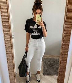 Adidas white pants and t shirt- Calça branca e t shirt adidas White jeans and adidas t-shirt. Casual Outfits, Summer Outfits, Cute Outfits, Fashion Outfits, Style Fashion, Fashion Women, Black Outfits, Feminine Fashion, Casual Jeans