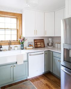 4 Tips For Kitchen Remodeling In Your Home Renovation Project – Home Dcorz Diy Kitchen Cabinets, Kitchen Dining, White Cabinets, Kitchen On One Wall, Kitchen Without Window, Two Toned Cabinets, Kitchen With Dark Floors, Two Toned Kitchen, Corner Cabinet Kitchen