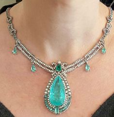 Raridade. Digno de uma rainha.  #DorionSoares #colar #necklace #colecaoeternity #turmalinaparaiba #paraibatourmaline #rainha #queen #diamantes #diamonds #raridade #rarity #hautejoaillerie #joiaspreciosas#jewellery #joia #luxurylife #lifestyle#trend #finejewelry #jewellry #instajewelry #musthave#designerdejoias #jewelrydesigner#jewelrygram #jewelry #onefakindjewellery