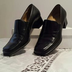 """Black Naturalizer Business Shoes Made to be worn with slacks, these comfortable shoes have a 1 3/4"""" heel. They're in perfect condition, with an all leather upper, made in Brazil. 8W. Naturalizer Shoes"""