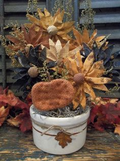 Gathering of Prim Handmade Fabric Daisies in Vintage Crock - Fall/Thanksgiving Burlap Flowers, Felt Flowers, Fabric Flowers, Paper Flowers, Primitive Fall, Primitive Crafts, Primitive Decorations, Primitive Patterns, Fabric Pumpkins
