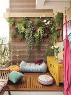 small balcony with vertical garden and bohemian vibe, balcón con jardín vertical y puffs - Alles über den Garten Outdoor Rooms, Outdoor Living, Outdoor Decor, Outdoor Parties, Outdoor Ideas, Small Balcony Garden, Balcony Ideas, Small Balconies, Modern Balcony