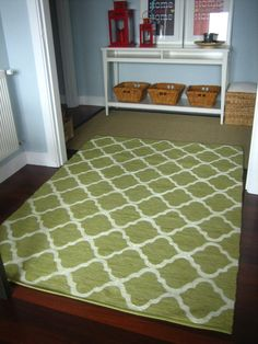 Another diy painted rug from Ikea. This one started with a green rug which doesn't seem to be available on the Ikea site anymore :( Home Design, Modern Design, Diy Design, Stencil Rug, Ikea Rug, Painted Rug, Hand Painted, Decoration Originale, Cheap Rugs