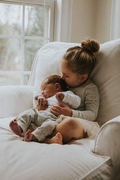 Newborn Sibling Photography, Newborn, Photography, Old Navy (newborn baby photography siblings) Newborn Pictures, Baby Pictures, Big Sister Pictures, Newborn Pics, Baby Kicking, Foto Baby, Newborn Shoot, Shooting Photo, Baby Arrival