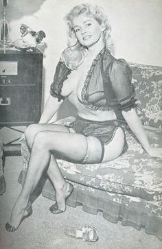 roundedcurves: Lynn Lampert, 1958