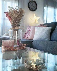 5 tips económicos para regular la temperatura de tu casa Benches, Throw Pillows, Table Decorations, Bed, Furniture, Home Decor, Electric Fireplaces, Sound Proofing, Bed Feet