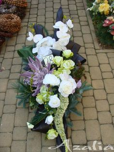 Grave Flowers, Large Flower Arrangements, Funeral, Projects To Try, Floral Wreath, Wreaths, Home Decor, Flowers, All Saints Day