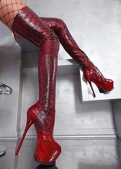 Red platform snake #platformhighheelsboots