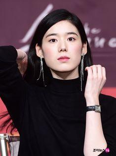 Jung eun chae 2018 Waist Length Hair, Korean Beauty, Asian Beauty, Girls With Black Hair, Square Faces, Asian Hair, Female Stars, Korean Actresses, Bridal Beauty