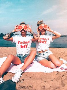 friend photos BFF Pictures There's no one like your BFF! They will always have your back and get you through the good & the tough times. Check out these BFF pictures & bestie poses ideas Photos Bff, Best Friend Photos, Best Friend Goals, Bff Pics, Bff Images, Silly Photos, Happy Photos, Best Friends Forever, Bff T Shirt