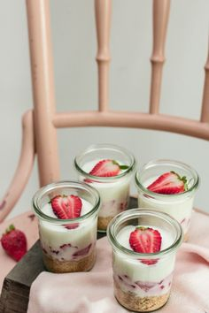 Strawberry Lemon Cheesecake in a jar // Erdbeer-Zitronen Cheesecake im Glas