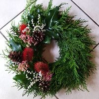 Christmas Wreaths, Diy Crafts, Holiday Decor, Creative, Flowers, Home Decor, Xmas, Houses, All Saints Day