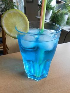 Blue Friend by MaryFufa Drinks Logo, Whiskey Drinks, Cocktail Drinks, Gin Drink Recipes, Cocktail Recipes, Drink Menu, Food And Drink, Recipe Fr, Weight Loss Smoothie Recipes