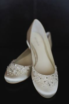 hochzeitsschuhe converse wedding shoes sparkly wedding shoes sparkly Simple wedding shoes for bride - white, wedding flats for bride - white, flats with sparkly embellishment Tony Gambino Photography Wedding Flats For Bride, Wedge Wedding Shoes, Designer Wedding Shoes, Wedding Boots, Bride Shoes, White Flat Wedding Shoes, Wedding White, White Bridal, Casual Wedding