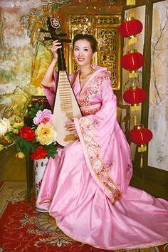 Chinese Costume / Hanfu(Dynasty Dress) Chinese Dance, Chinese Style, Chinese Fashion, Traditional Fashion, Traditional Dresses, Traditional Chinese, Oriental Dress, Ancient Beauty, Chinese Clothing