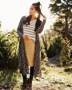 Cassie, Classic, and Sarah. This outfit is a definite for fall. Lula Outfits, Modest Outfits, Modest Fashion, Skirt Fashion, Sarah Cardigan Lularoe, Autumn Winter Fashion, Style Inspiration, Style Ideas, My Style