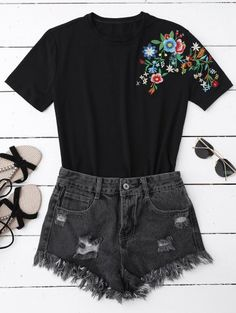 SHARE & Get it FREE | Floral Embroidered Short Sleeve T-Shirt - BlackFor Fashion Lovers only:80,000+ Items • New Arrivals Daily Join Zaful: Get YOUR $50 NOW!