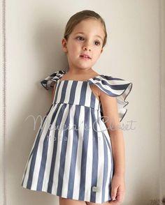 Enamorados de este modelo de @menciascloset ideal Beautiful 🌹🌹❤️❤️•••Si te gusta déjanos un comentario, nos importa!! Gracias!! #modaespañola #modainfantil #ropaespañola #ropainfantil #hechoenespaña #madeinspain #modaespaña #kidsstyle #niñasconestilo #spain #modainfantilchic #kidsfashion #cutekidsfashion#fashionkids #baby#babygirl#sweetbaby#babyfashion #cutekidsclub#instababy#littlebaby#modainfantilespañola #modainfantilmadeinspain Toddler Dress, Toddler Outfits, Baby Boy Outfits, Kids Outfits, Baby Girl Fashion, Toddler Fashion, Vintage Kids Fashion, Baby Dress Design, Princess Dress Kids