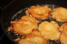 Alma joghurtos-gyömbéres bundában Iron Pan, Naan, It Cast, Apple, Food, Yogurt, Apple Fruit, Essen, Meals