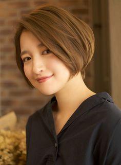 黄金比の前下がりグラデーションボブ立体感(髪型ボブ) Short Bob Hairstyles, Cool Hairstyles, Asian Bob, Shot Hair Styles, Short Hair Cuts, Wedding Makeup, Salons, Hair Beauty, Beautiful Women