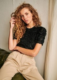 Poses Modelo, Curly Hair Styles, Natural Hair Styles, Brown Leopard, Parisian Style, Covered Buttons, Black Blouse, Winter Collection, Curls