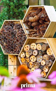 Eco Garden, Garden Bugs, Garden Art, Garden Projects, Art Projects, Bug Hotel, Diy Fountain, Rustic Patio, Brick Garden