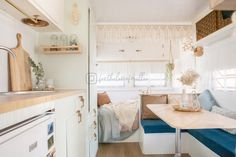 🌿 W a r m + E a r t h y 🌿 Looking oh so cosy layering up Millie for the colder months! I just want to cuddle up in this space already 🧡 .… Source by Caravan Makeover, Caravan Renovation, Glamping, Airstream Camping, Airstream Trailers, Caravan Decor, Caravan Ideas, Campervan Ideas, Retro Caravan