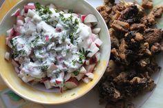 INDYK na słodko i pikantnie! 200 g indyk, 2 ząbki czosnku (można dać 1),4 wędzone lub suszone śliwki(najlepiej wcześniej wymoczyć ok1godz) Przyprawy: szczypta soli, pieprzu, curry, czerwona papryka słodka i ostra 2 łyżki oleju kokosowego lub rzepakowego Pierś indyka pokroić w paseczki, doprawić świeżym czosnkiem, tymiankiem, ziołami prowansalskimi, szczyptą soli i pieprzu.Dusić 5 min,dodać pokrojone wędzone/suszone śliwki.Posypać cynamonem.Dusić 20 min pod przykryciem mieszając co jakiś czas