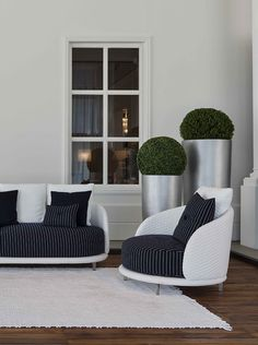 New Bentley Home outdoor collection. This Jersey Sofa and armchair will make your terrace elegant and stylish. #bentley #Home #LuxuryLiving