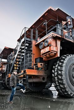 Heavy Mining Tools Machinerypark Images  --------------------------------------------------  Amazing!!!! The size and power of these giant machines!!!!! And awe to know that just one person can operate the giant!!!!!