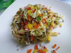Ízletes zöldséges tésztasaláta Fusilli, Penne, Cabbage, Spaghetti, Vegetables, Ethnic Recipes, Food, Red Peppers, Essen