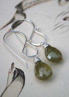 I like these earwires // Greengarnetdrops