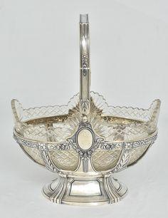 Cesta oval com alça em prata 925mls contrastada, provavelmente alemã do séc.XIX, estilo Neo-Clássico