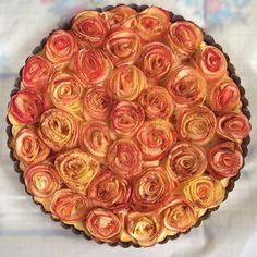 Shortcrust cheese tart with apple roses / Tarta serowa na kruchym cieście z jabłkowymi różami