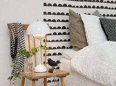 Tête de lit papier peint. http://www.m-habitat.fr/par-pieces/chambre/les-tetes-de-lit-decoratives-3255_A