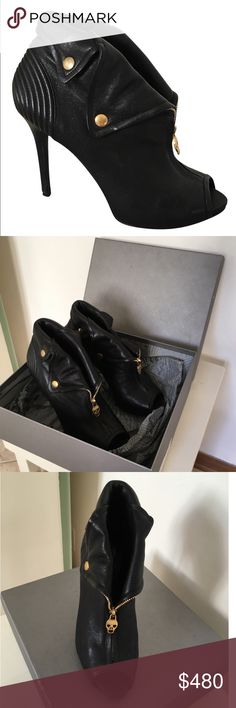 Alexander McQueen final sale 🎊🎈🎉 In very good condition. Check all the pictures please. I can do lower somewhere else Alexander McQueen Shoes